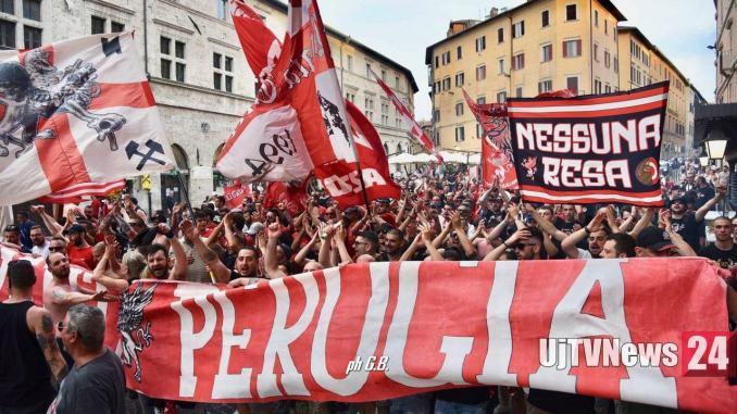 Tanti tifosi del Perugia calcio a festeggiare il 114mo compleanno
