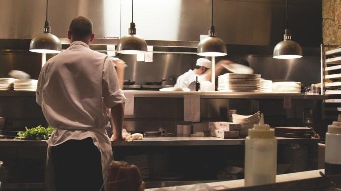 Venti lavoratori in nero, cinque ristoranti sospesi in provincia di Perugia e multa di 2 mila euro