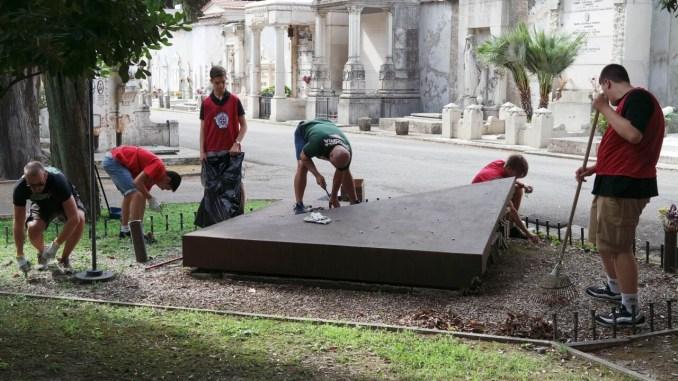 Tempo di pulizie a Terni e vi pensa CasaPound, ripulito monumento funebre
