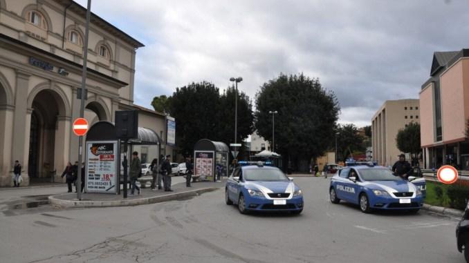 Controlli a Fontivegge, straniero bloccato da polizia, aveva cellulare rubato
