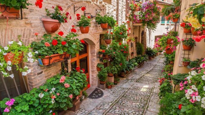 Sviluppare il turismo Incentivi e strategie per l'Italia e per l'Umbria