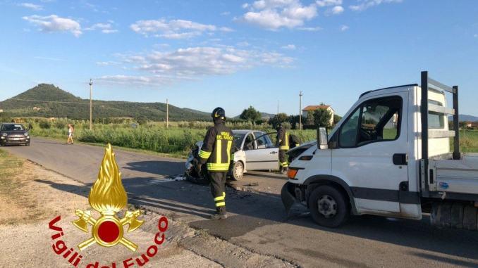 Tre feriti in un incidente stradale a Panicarola del Lago