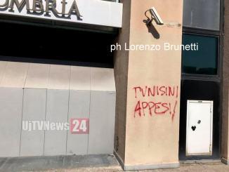 Tunisini appesi, lo facciamo cancellare? Al di là dello spaccio a Fontivegge