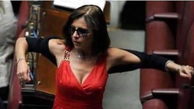 Paola De Micheli troppo sexy, arriva da Terni insulto sessista