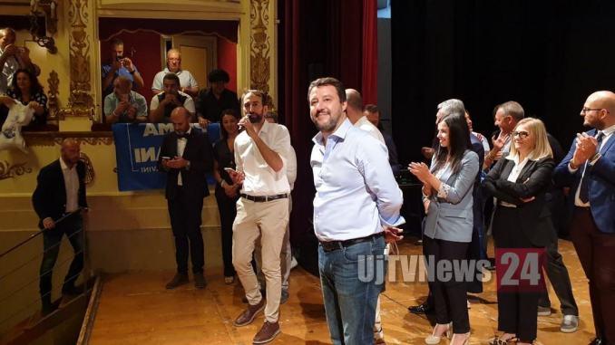 Boicottare quei commercianti che vanno a vedere Matteo Salvini