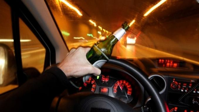 Guida ubriaco fradicio nella notte è un pericolo pubblico, non è la prima volta