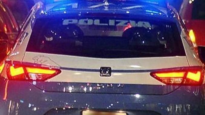 Polizia trova auto rubata e sventa furti in abitazione, ma i ladri sono scappati