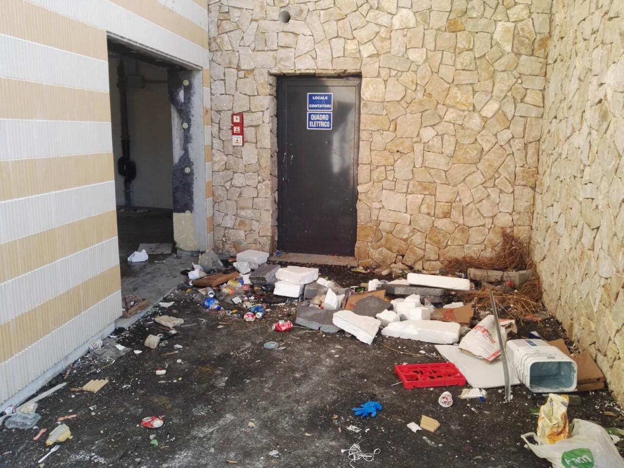 Degrado e rischi per i cittadini a Monteluce, video e foto denuncia di Federconsumatori