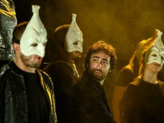 Liv Ferracchiati, a novembre arriva in Umbria con Commedia con schianto