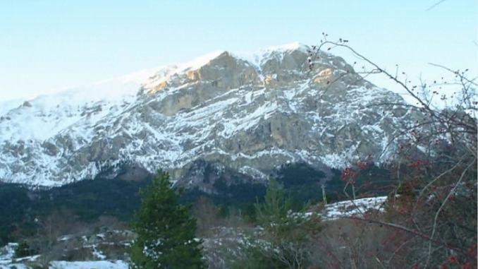 Prima neve su Appennino umbro-marchigiano imbiancata cima Vettore