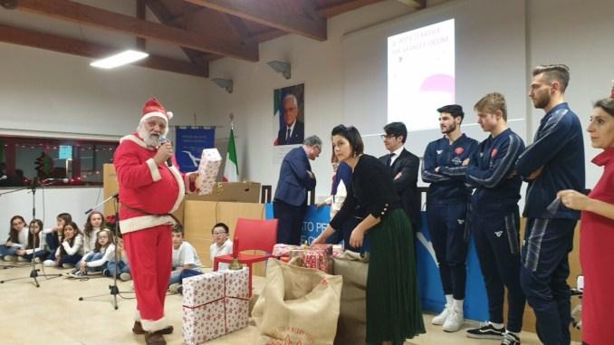 Babbo Natale al Residence Chianelli con Perugia calcio e guardia di Finanza