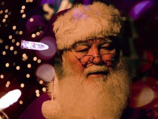 Babbo Natale cerca aiuto al Centro Commerciale, ma perché?
