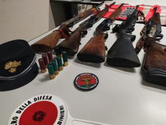 Usavano fucili non consentiti per caccia al cinghiale denunciati