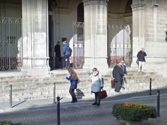 Scale del tribunale pericolose per disabili, nessun corrimano dove poggiarsi