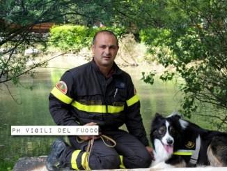 Derby, cane vigile aggiunto in pensione, scavò tra le macerie del terremoto