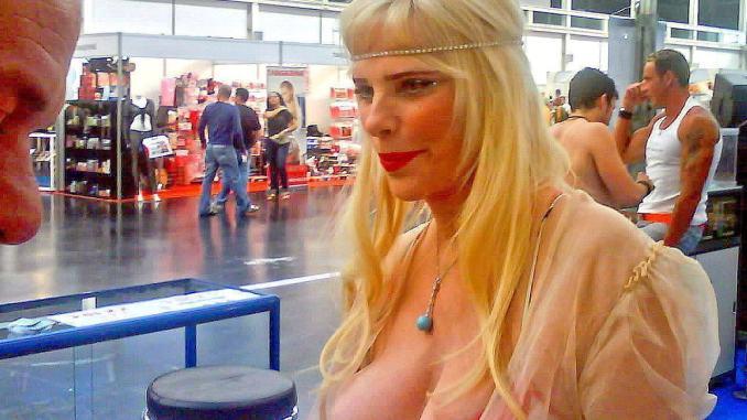 Ilona Staller, sono incazzata nera, a noi ex deputati niente vitalizi: lascio l'Italia