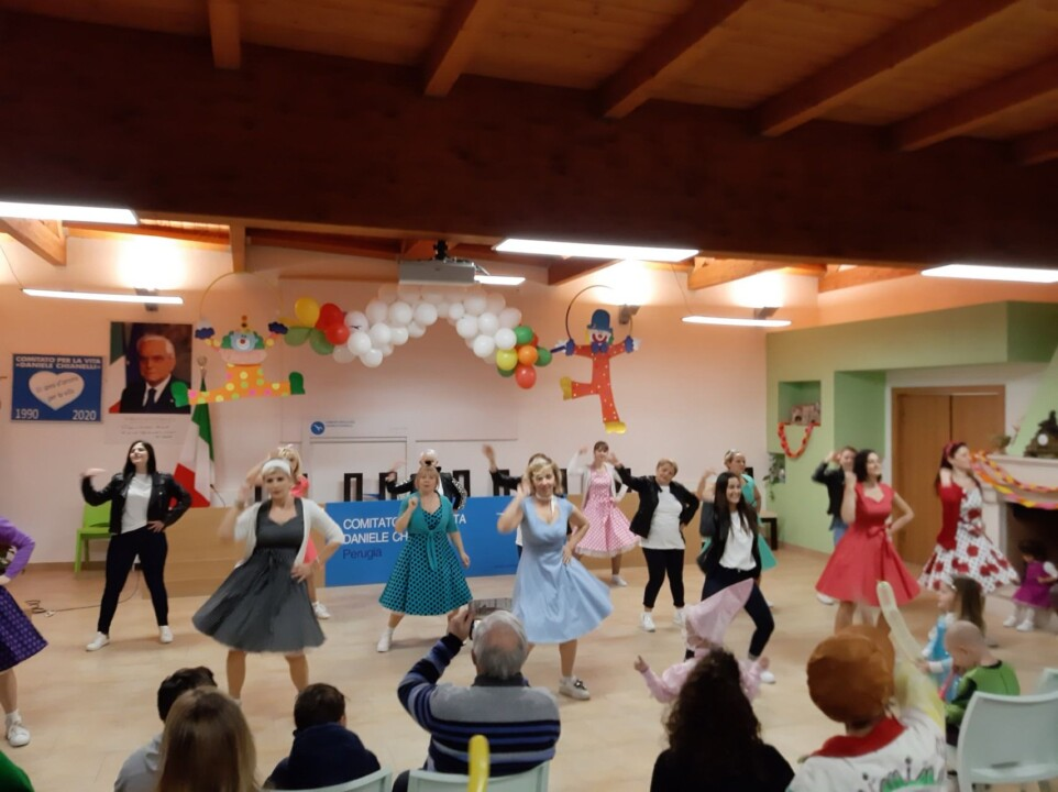 Residence Daniele Chianelli saluta il Carnevale Tra balli e sketch