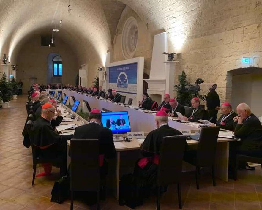 Gualtiero Bassetti: «Dove la carità non fa da nave si è costretti ad affondare»