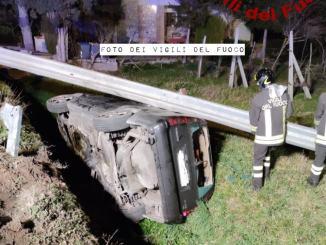 Incidente stradale con ferito estratto da vigili del fuoco a Spoleto