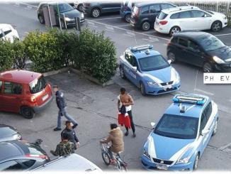 Ubriaco semina panico in un negozio a Fontivegge, reagisce anche ai Poliziotti
