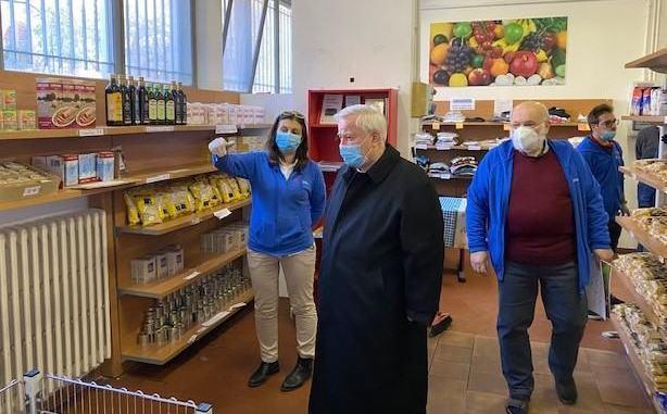 Cardinale Gualtiero Bassetti in visita alla Caritas diocesana di Perugia