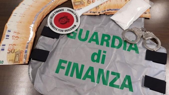 Spacciatore arriva in taxi in centro storico a Perugia, aveva cocaina per 10 mila euro, arrestato