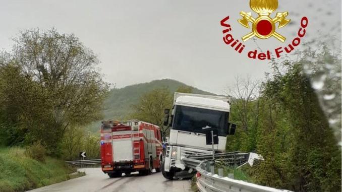 Incidente stradale a Spoleto, uova rotte ma nessun ferito