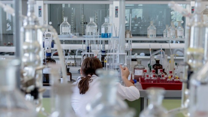 Vaccino per sconfiggere il covid 19, sul pianeta è una corsa contro il tempo
