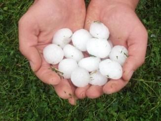 Maltempo è allarme grandine in Umbria, con disagi e danni nelle campagne