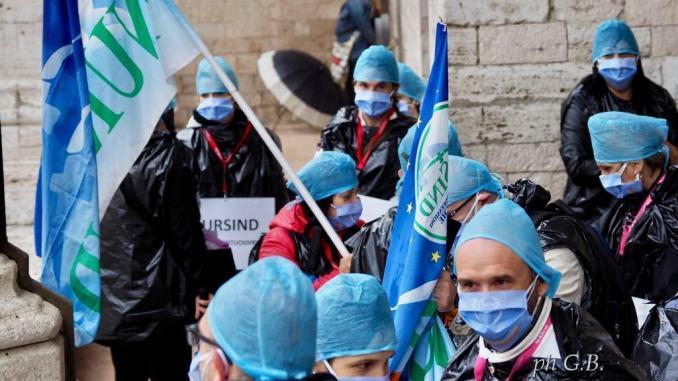 NurSind Umbria, mancano guanti, conto covid infermieri in crisi, la lettera