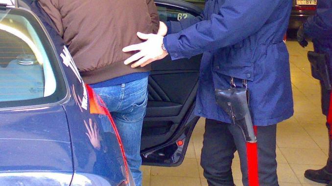 Foto su Facebook dopo presunta violenza a badante, arrestato