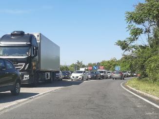 Chiusura viadotto Montoro, code e ingorghi, è caos sul raccordo e non solo