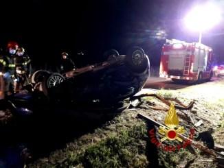 Auto si ribalta nella zona del Trasimeno, feriti escono da soli dalla vettura