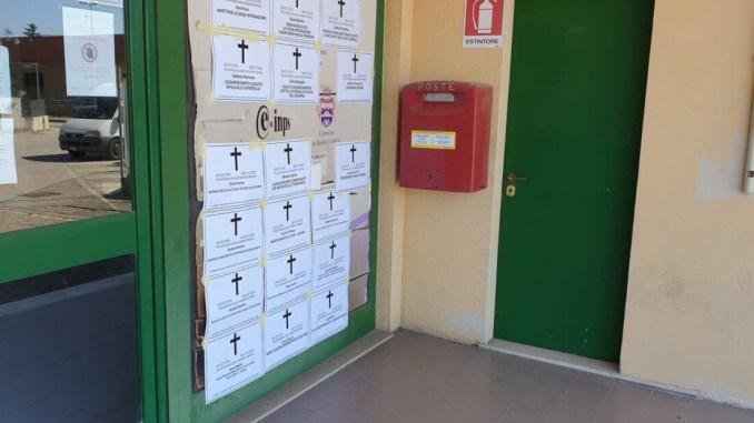 Atto vandalico presso le sedi dell'Inps, i falsi necrologi di Casapound