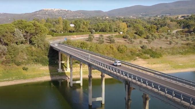 Riaperto al traffico leggero il ponte sul Lago di Corbara