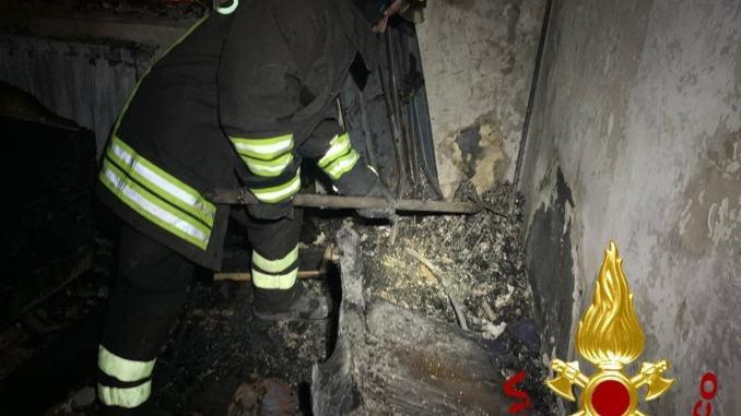Incendio nella notte a Paciano, in fiamme un appartamento
