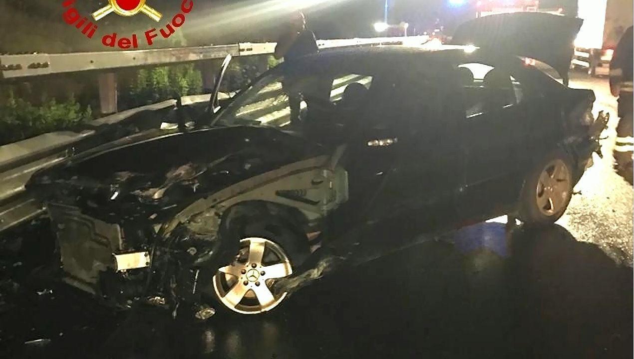 Incidente stradale nella notte sulla Perugia Ancona, testacoda, due feriti 🔴 Foto