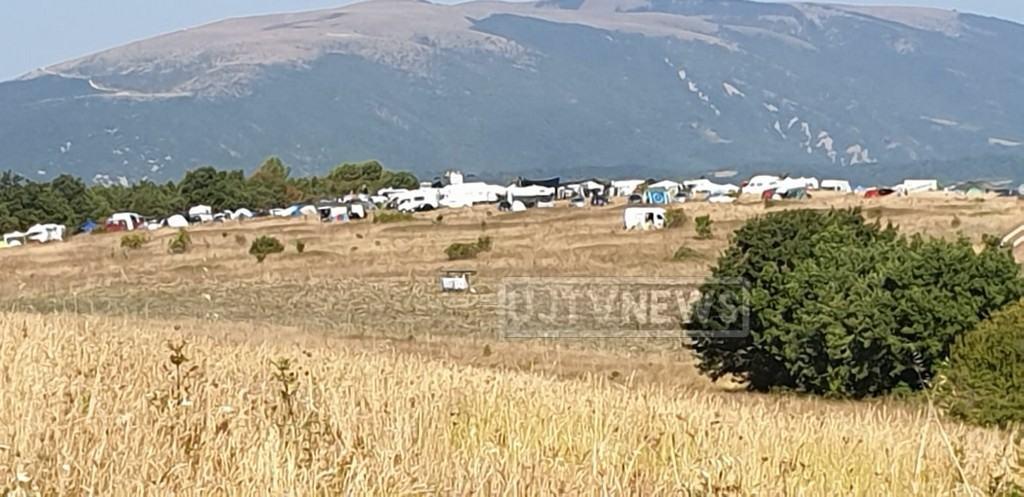 Rave party vicino Pale di Foligno, centinaia di camper, auto, oltre duemila persone 📸🔴 FOTO E VIDEO
