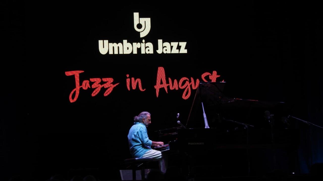 Stefano Bollani a Umbria Jazz in August, omaggio all'arte dell'improvvisazione 📸🔴 FOTO E VIDEO