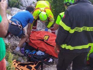 Giovane escursionista scivola in arrampicata, elicottero lo trasporta in ospedale