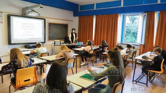 Scuola, al via la vaccinazione per 14 mila, tra docenti e personale