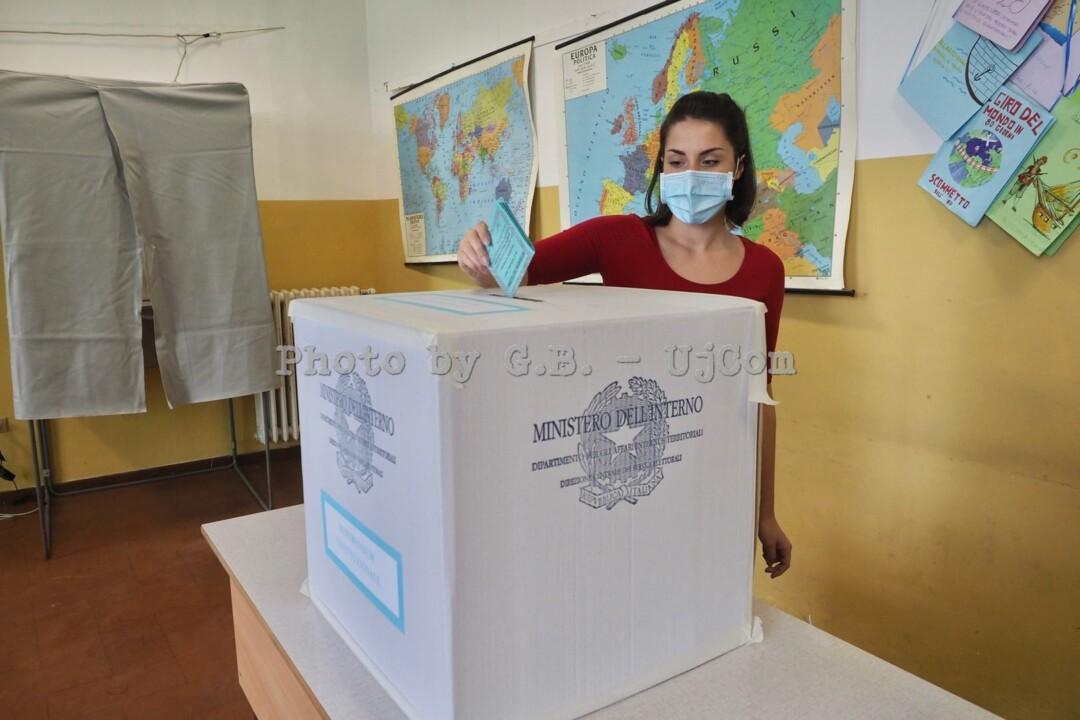 Referendum, anche gli umbri hanno detto sì al taglio dei parlamentari 📸 FOTO