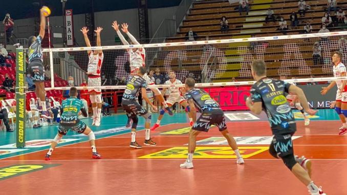 La Sir vince 3-0 contro il Consar Ravenna e resta capolista