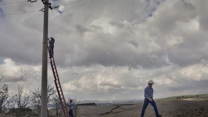 Maltempo cade un albero sulla linea elettrica a Montenero di Amelia