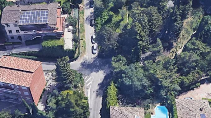 Strada Piaggia Colombata, via il degrado da zona Porta Santa Susanna