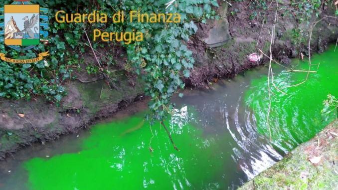 Scempio ambientale, autolavaggio e condominio scaricano rifiuti in acque pubbliche