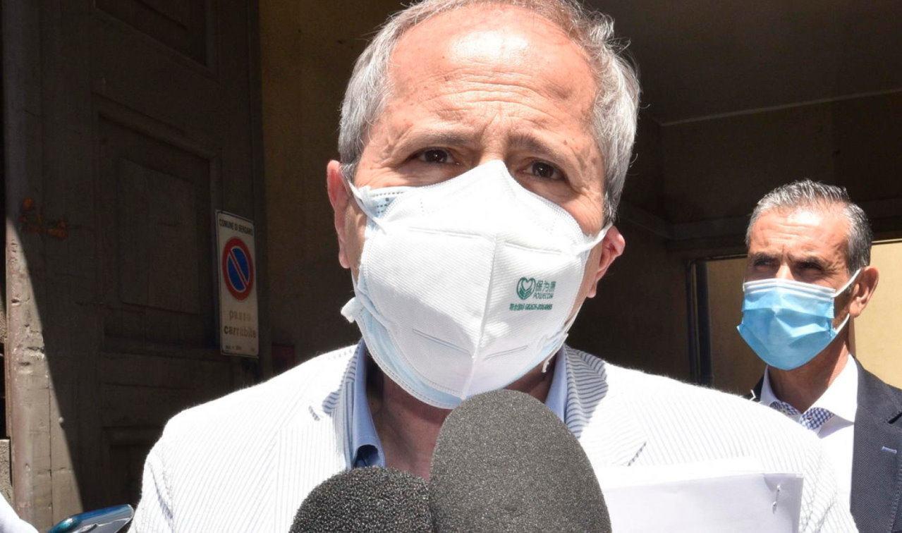 Covid-19 per il virologo Crisanti, il vaccino non arriverà prima del 2022