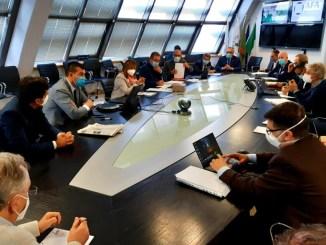 Covid, misure restrittive, più controlli anche nei centri commerciali, le decisioni della regione
