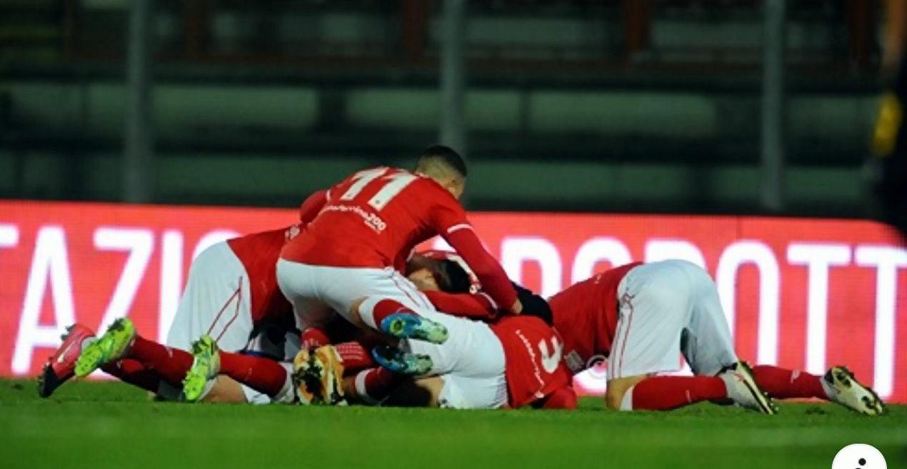 Calcio, il Perugia travolge il bunker del Modena ed ora è secondo con due gare da recuperare