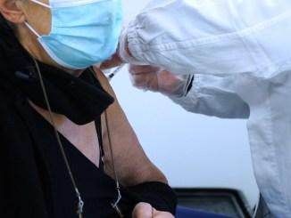 Coronavirus, somministrate 2477 dosi di vaccino a over 80